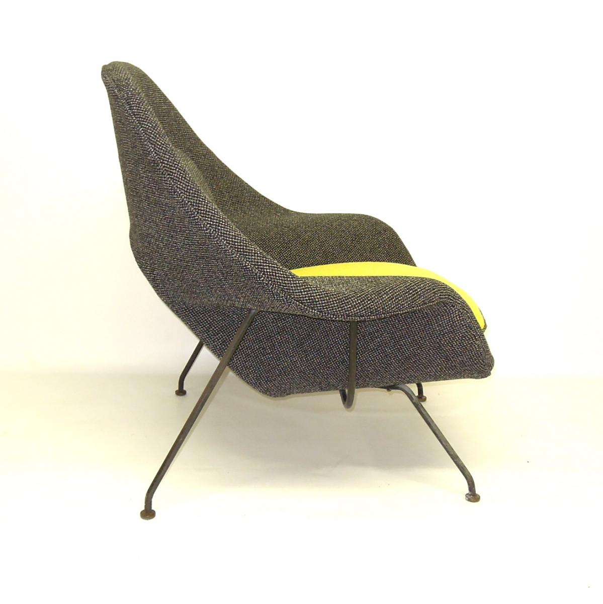 Saarinen Womb Chair Side View